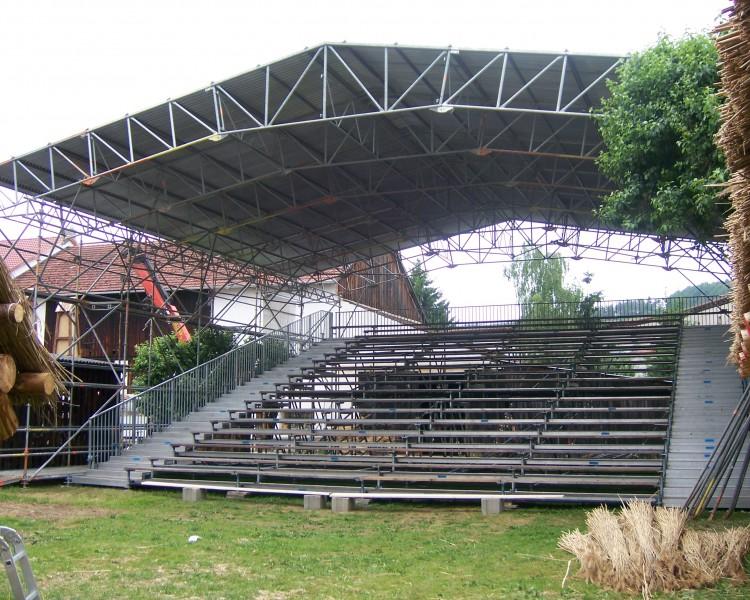 Buehne fuer Events mit Dach in Dollstein.