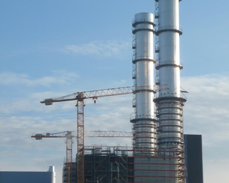 Fassaden-Kamingeruest in Irsching der FEIG-Gerueste-GmbH.