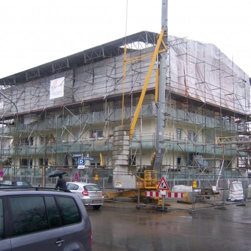 Arbeiten auch bei schlechtem Wetter mit einem Wetterschutzdach der FEIG-Gerueste-GmbH.