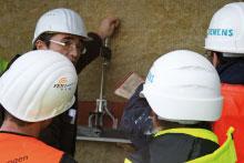 Mitarbeiter der FEIG-Geruste-GmbH auf einer Baustelle.