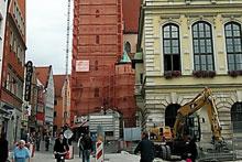 Die FEIG-Gerueste-GmbH sicherte die Arbeiten am Pfeifturm.